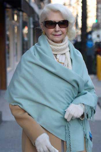 Однотонный шарф с бахромой